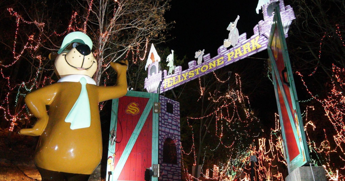 Santa's Magical Kingdom holiday light displays in St. Louis